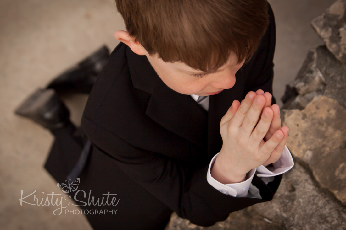 Kristy Shute Photography Child First Communion Outdoor Cambridge Mill Race Praying